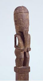 Figure on post. Polynesia, Marquesas Islands, Nukuhiva. Early 19th century. h. 51.2 cm; figure h. 31.1 cm. Collection. UEA 192