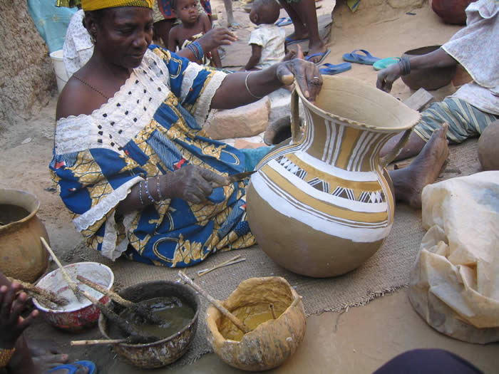 Potters at work in Saga, near Niamey, Niger