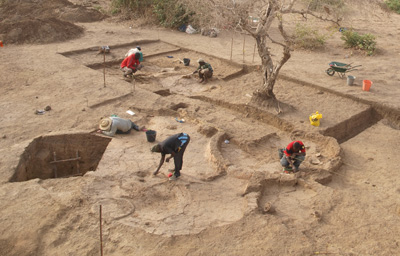 Excavation of architectural complex with circular rooms, Benin (2013)